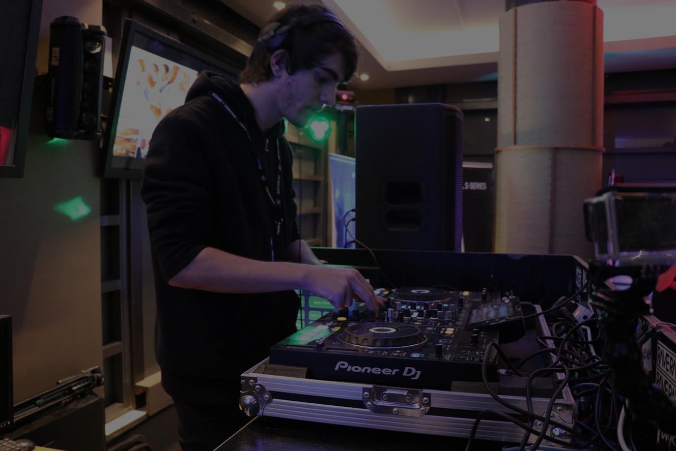 DJ Take Over Night - Nick